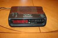 GE FM/AM Alarm Clock Radio w/ Battery Backup (Model No. 7-4813C)