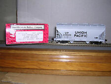 INTER.#46507  Union Pacific ACF Center Flow 2-Bay Cov.Hopper Car w/5 Car #s H.O.