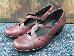 Clarks Womens Leather Sz 9.5M Burgundy Slip On 80439 Pump Heel Career Shoe