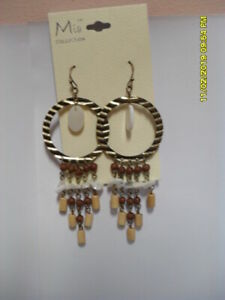 NEW BROWN , GOLD WHITE  DANGLE EARRINGS COSTUME MIA COLLECTION