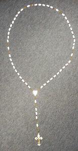 alte Rosenkranzkette mit weißen Perlen Kruzifix