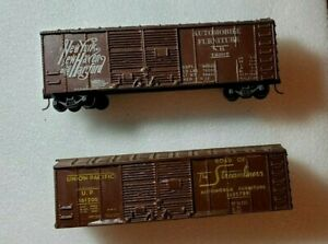 Set of TWO unbranded double-door S-scale boxcar, 1 w/ wheels + couplers; 1 w/o