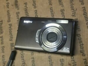 SANYO VPC-T700T Digital Camera SD HC Matte Black 3X SUPER ZOOM 7 MP & Hand Strap