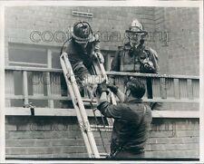 1974 Engine 21 Firemen Al Post J Jackmore Rescue Cat NYC Press Photo