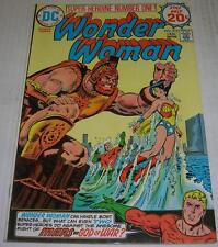 Wonder Woman #215 (Dc Comics 1974) Justice League Of America appearance (Vf-)