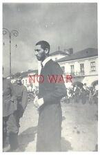 1940 ORIGINAL OLD PHOTO GERMAN SOLDIERS & JEW JEWISH MAN IN CITY POLAND