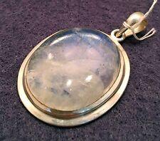 Ovaler Mondstein in Silberfassung