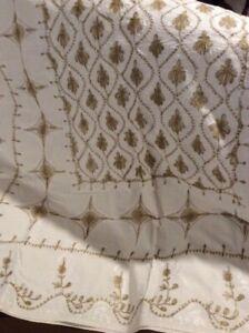 nappe et serviettes brodées neuves