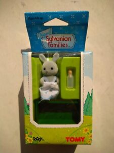 Original 1985 Sylvanian Families Baby Rabbit Bottle Cot SEALED 2866 Epoch Tomy