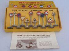 DINKY -  771 - INTERNATIONAL ROAD SIGNS - BOXED - 1953 - 1965 VINTAGE