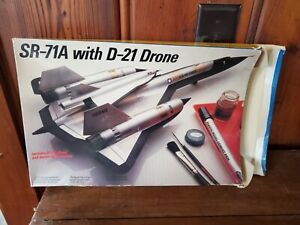 TESTORS 1/72 SR-71A WITH D-21 DRONE COMPLETE WITH DECALS NO INSTRUCTIONS