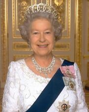 "Queen Elizabeth 2 10"" x 8"" Photograph"