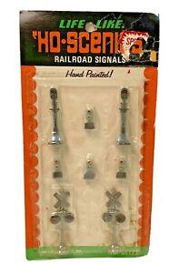 HO Life-Like Scenics Railroad Signals Crossings Hand Painted 01122
