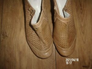 """""""MARC SOFT WALK"""" CAMEL COLOUR, LEATHER OPEN HEEL SHOES. SIZE UK 5 (38) EXC,COND."""