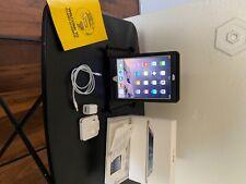 Apple iPad mini 1st Gen. 16GB, Wi-Fi, 7.9in - White & Silver (CA) w/Otterbox
