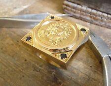 Sello cuadrado XXL Cristo de oro con zafiros, diamantes y toma de interior