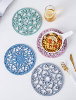 Airia Luxury Triv-Mitt Silicone Trivet//Oven Mitt in Almondine