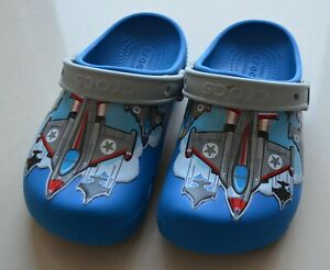 Kinder crocs Jungen in blau mit Flugzeug Größe 30 - 31, C 13 gebraucht