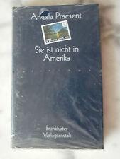 SIE IST NICHT IN AMERIKA. von Angela Praesent