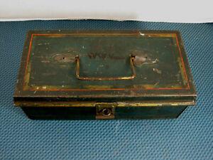 Antique  GEUDER & PAESCHKE'S  CREAM CITY  Tackle Fishing Box