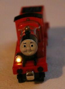 Thomas und seine Freunde Lights & Sounds James mit Tender R9477 T300 2009 #742