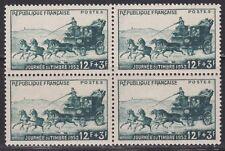 N° 919**  JOURNEE DU TIMBRE 1952 EN BLOC DE 4