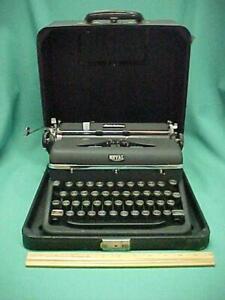 Vintage 1940's Royal Quiet Deluxe Portable Typewriter & Case Hemingway Model