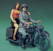 "Legend 1/35 ""Comrade, Mon Amour II"" German Soldier w/Girl WWII (2 Figs.) LF0075"