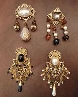 Brosche/ Anstecknadel im Barock-Stil, Gold-farben mit Perlen, Schnörkel, Vintage