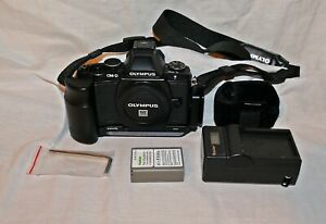 Olympus OM-D E-M5 16.1 MP Digital Camera works 100% with minor issue