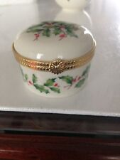 """Lenox Small Trinket Box """"Say It With Silk"""" Holly & Berries Pattern, Elnc"""