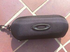 Oakley Small Eyeglasses Hard Case w/ cleaning cloth and dust bag