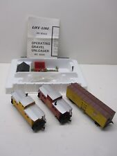 LIFE-LIKE HO SCALE 8204 GRAVEL DUMP STATION AND (3) HO SCALE LIFE-LIKE CARS