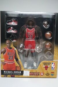 Authentic Medicom Mafex No. 100 MICHAEL JORDAN action figure Chicago Bulls