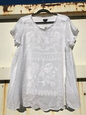 TORRID EMBROIDERED CHALLIS TOP IN WHITE SZ 0 10-12 NWT