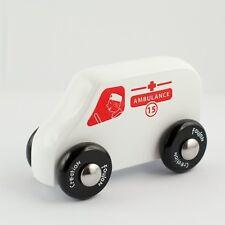 Ambulance Voiture Jouet bois Wooden car Green toy Holz Krankenwagen ökospiel