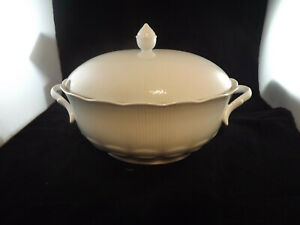 Kaiser Romantica All White Large Covered Soup Tureen