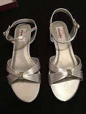Fiesta White Satin Dyeable Size 9 Dress Shoes Wedding Low Heal