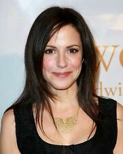 Mary-Louise Parker / Weeds 8 x 10 / 8x10 GLOSSY Photo Picture