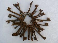 Lot de 50 clés anciennes  clefs scrapbooking déco mariage fer forgé keys