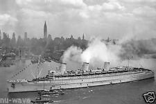 1945 The British liner RMS Queen Mary arrives in New York Harbour with Troops