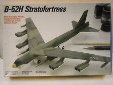 Testors B-52H Stratofortress 1:200 scale model airplane kit #615
