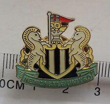 Newcastle United fc badge crest pin anstecknadel