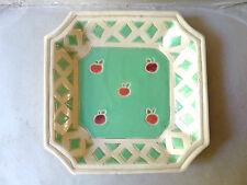 beau plat creux octogonal, en céramique, joli décor de pommes, signé A.N.