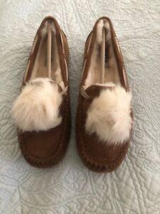 UGG DAKOTA POM POM Chestnut  SUEDE MOCCASINS WOMEN'S SLIPPERS Size 10 New