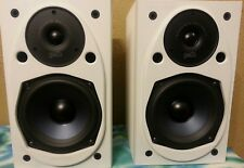 A Pair of Polk Audio RT15 Bookshelf Speaker Monitors White