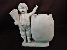ancien vide poche-oeuf-porcelaine-biscuit-jeune garçon tenant un bouquet-3019