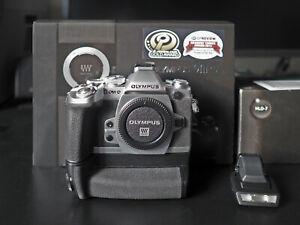 Olympus OM-D E-M1 mit Zubehörpaket (Batterie Handgriff HLD-7)