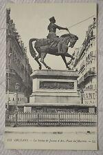"""CPA """" Orléans - La Statue de Jeanne d'Arc - Place du Martroi"""