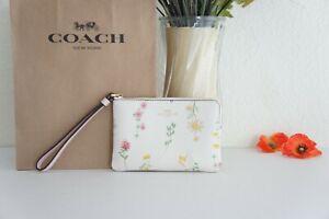 NWT COACH C7249 Corner Zip Wristlet With Spaced Wildflower Print Chalk Multi